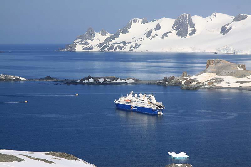exploration lors d'une croisière de luxe Antarctique emblématique